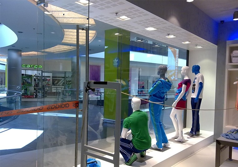 EN Amenajare Magazin Adidas in Atrium Mall Arad